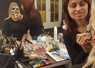 Yoli Maquillando