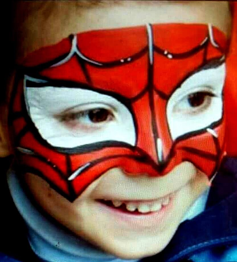 Niño pintacara Spiderman