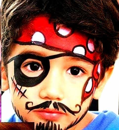 Niño pintacara pirata