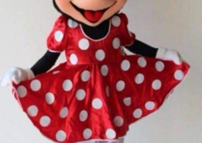 Yoli disfrazada de Minnie